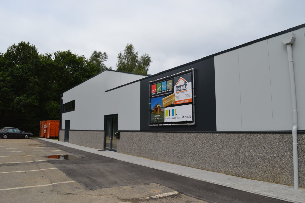 De bouw van loodsen behoort tot de kernactiviteiten van Hendrikx NV